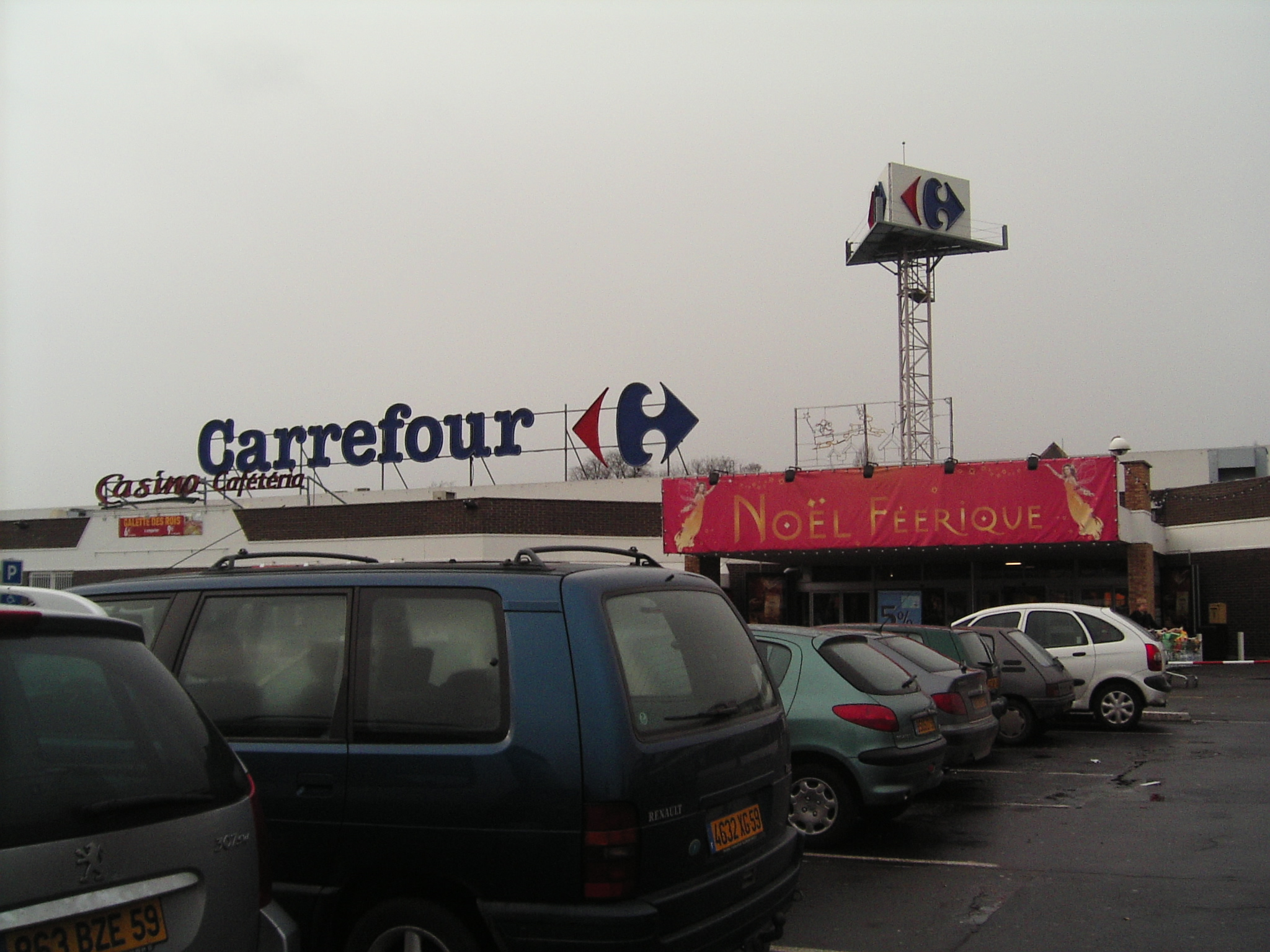 Retailers in France, hypermarket Carrefour